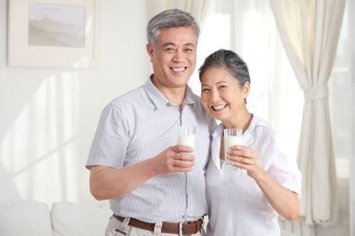 Dịch Vụ Chăm Sóc Người Già Loại Sữa Nào Giúp Chắc Xương?