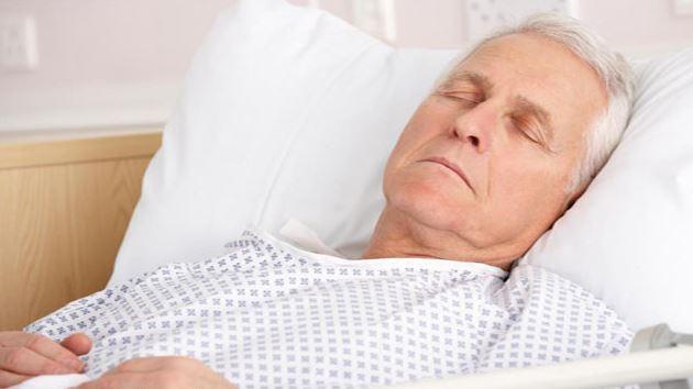 Người bệnh cần nghỉ ngơi nhiều, tránh nói to tiếng và tránh vận động mạnh để bệnh chóng lành
