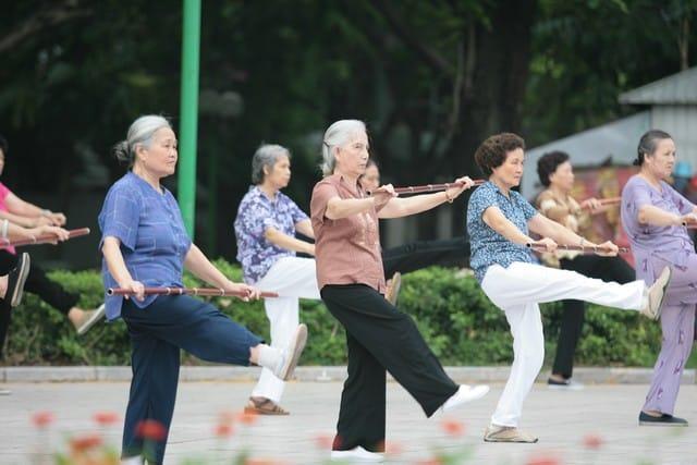 Nên tạo điều kiện cho người cao tuổi tham gia các hoạt động cộng đồng