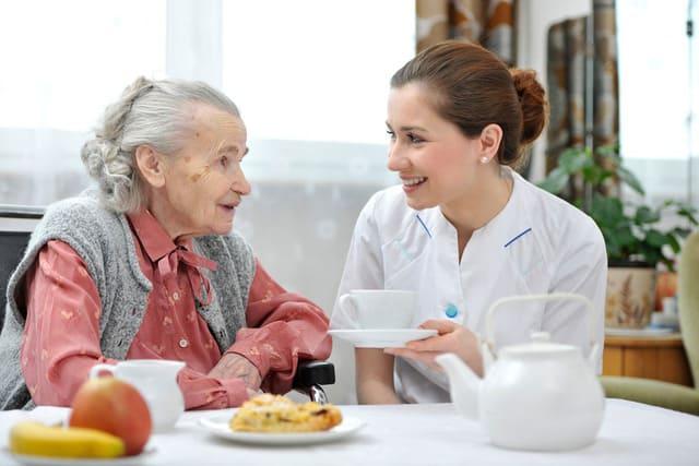 Hướng dẫn chăm sóc người cao huyết áp đúng cách