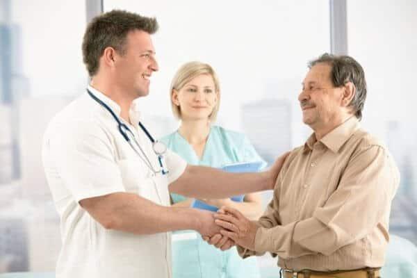 Bật Mí Cách Chăm Sóc Người Bệnh Tăng Huyết Áp Đúng Cách