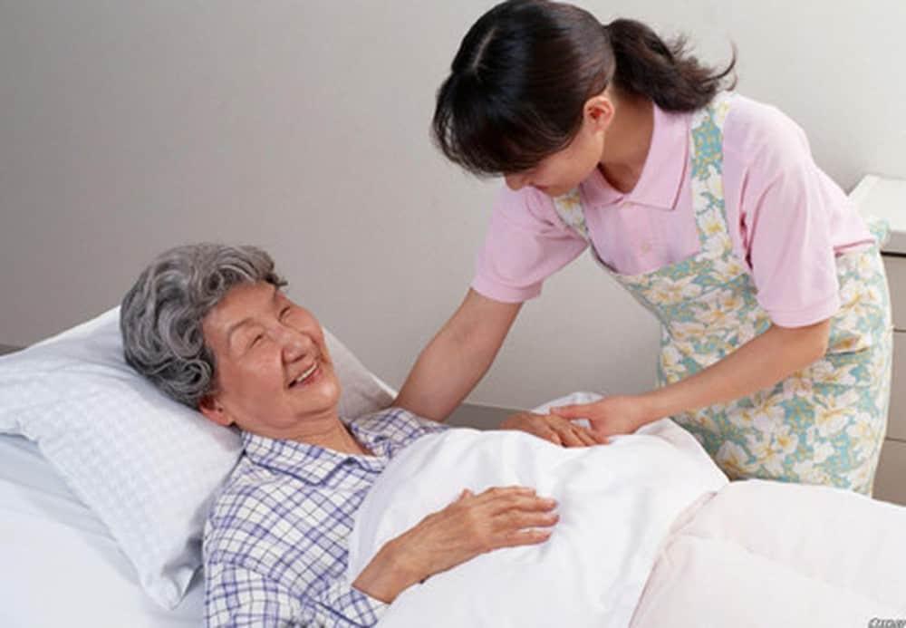 dịch vụ chăm sóc người già tại tphcm