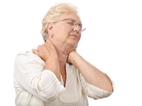 cách chăm sóc người cao tuổi bị nhức mỏi