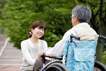 dịch vụ chăm sóc người già tại nhà