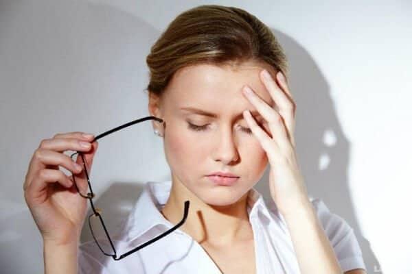 Hoa mắt chóng mặt là một trong các triệu chứng của bệnh tăng huyết áp