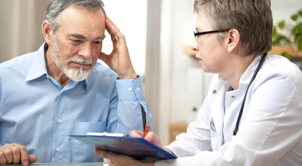 cách chăm sóc người già để khắc phục trình trạng đau nhức