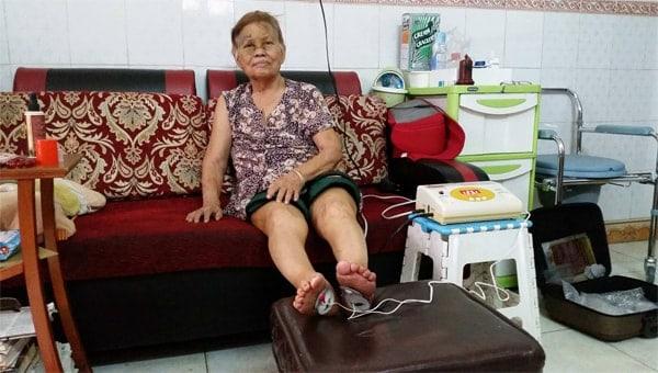 Máy massage xung điện kết hợp chức năng điện xung trị liệu và bó thuốc đông y