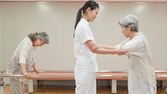 Làm giảm đau nhức tại các vùng cơ, xương sẽ giúp bệnh nhân thoải mái hơn