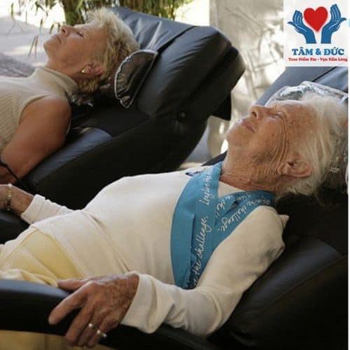 Bạn Nên Biết Về Máy Massage Lưng Cho Người Già