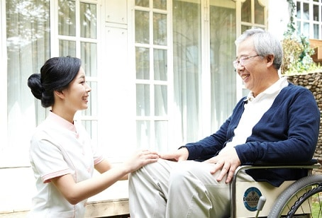 chăm sóc người già bị bệnh