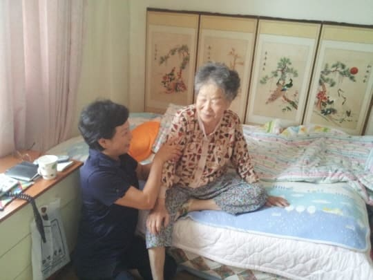 Dịch Vụ Chăm Sóc Người Già, Người Bệnh Tại Hà Nội Tận Tâm – Uy Tín