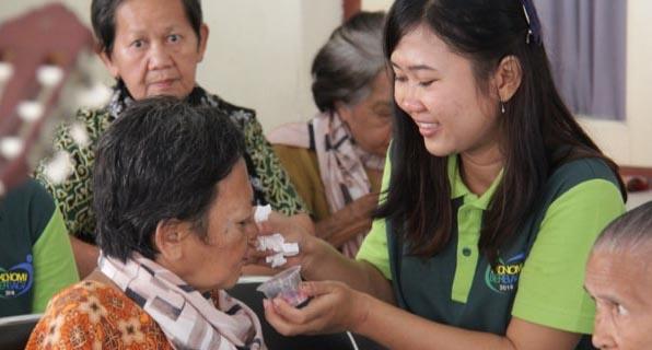 Dịch vụ chăm sóc người già, bệnh nhân, người bệnh