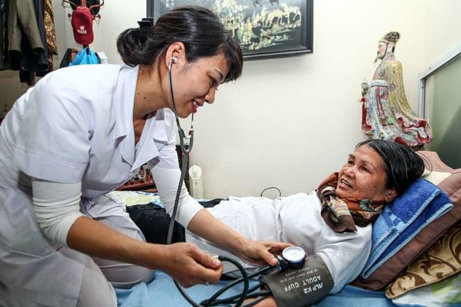 [Tìm Dịch Vụ Chăm Sóc Bệnh Nhân] Chăm sóc người bệnh tại Quận 5