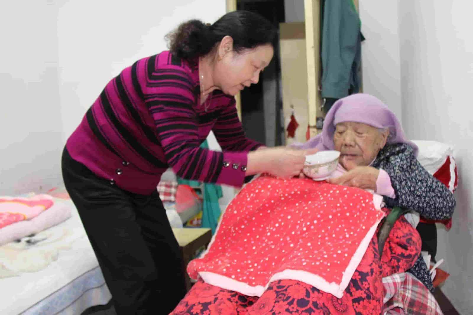 Dịch Vụ Chăm sóc người bệnh tận tình tại Quận 3 – Tâm Và Đức