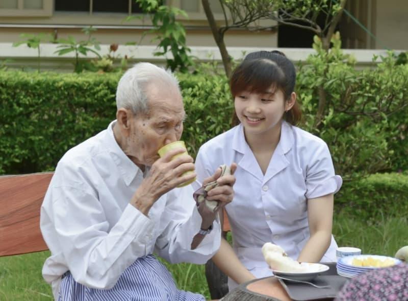 [Dịch vụ nuôi người bệnh] Chăm sóc bệnh nhân tại nhà uy tín