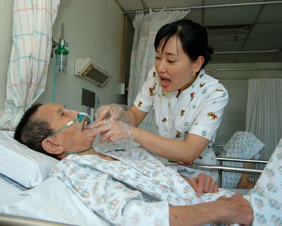 Dịch vụ chăm sóc người già ở 24 Quận