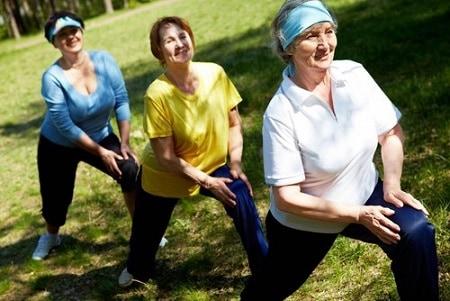 chăm sóc người già bị huyết áp thấp