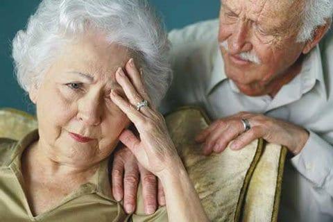 Cách chăm sóc người già bị lẫn tại nhà ân cần và chu đáo