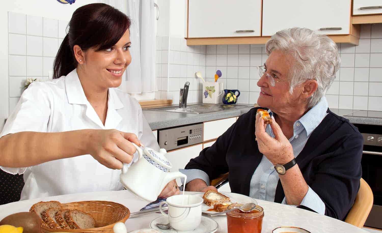 Bạn Đang Lo Lắng Tìm Người Chăm Sóc Người Già Liệu Có Tốt Không?