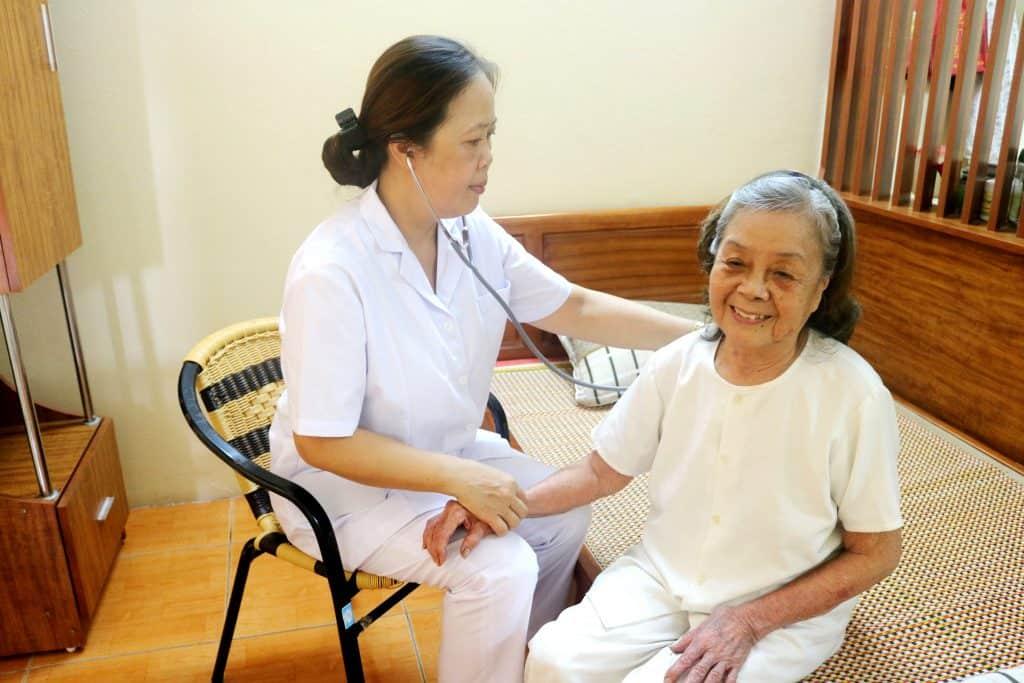 Dịch Vụ Chăm Sóc Người Già Tại Nhà Ở Đâu Uy Tín Chất Lượng
