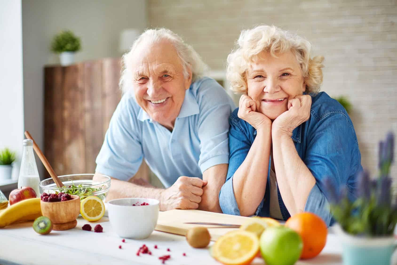 Chế-độ-ăn-uống-cực-kì-quan-trọng-trong-việc-chăm-sóc-sức-khỏe-người-cao-tuổi