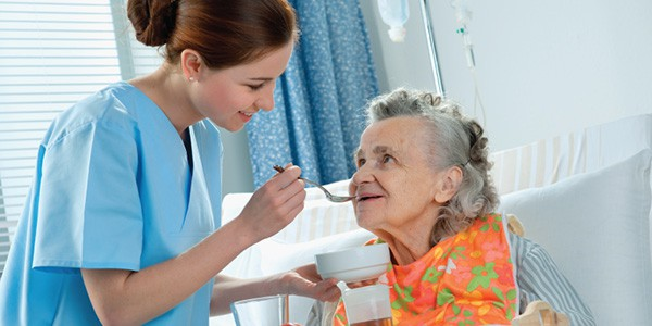 Những Lợi Ích Khi Sử Dụng Dịch Vụ Chăm Sóc Người Già Tại Nhà