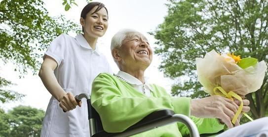 Ở Hà Nội Tìm Dịch Vụ Chăm Sóc Người Già Chuyên Nghiệp Ở Đâu