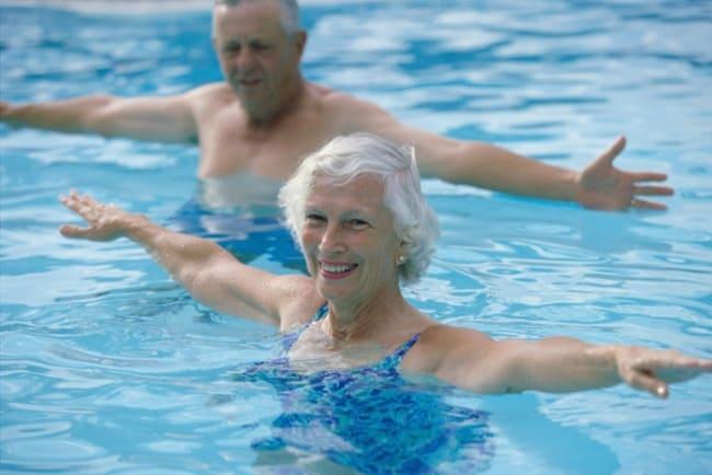 Bơi lội - môn thể thao phù hợp cho người bị thoát vị đĩa đệm