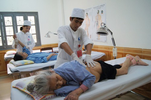 Nguyên nhân và cách chăm sóc bệnh nhân lở loét nằm một chỗ