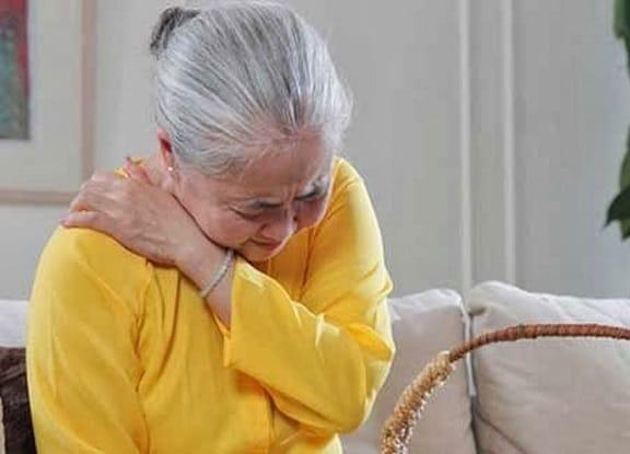 Người già thường hay gặp phải các chứng bệnh đau nhức xương khớp kinh niên