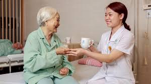 Chăm sóc người bệnh ân cần và chu đáo