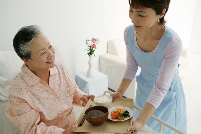 Tâm Và Đức cung cấp dịch vụ chăm sóc người già người bệnh toàn diện