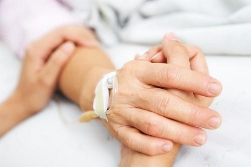 Những lưu ý khi chăm sóc người thân sau mổ bướu giáp | Dịch vụ chăm sóc bệnh nhân