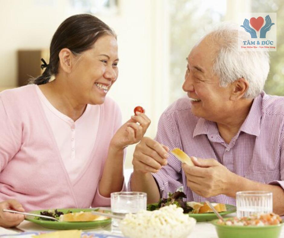 Chăm sóc sức khỏe người cao tuổi như thế nào trong mùa dịch Corona