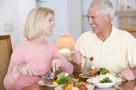 Chế độ dinh dưỡng hợp lí và khoa học khi chăm sóc người già