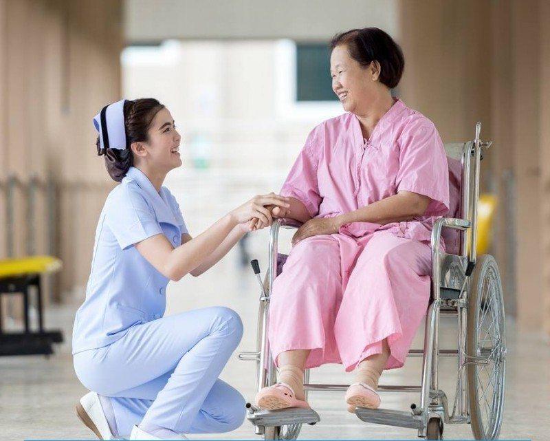 Khi Chăm Sóc Người Bệnh Mới Ốm Dậy Thì Nên Cho Ăn Gì?