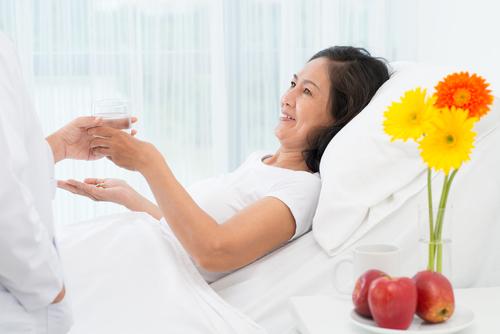 Chăm sóc người bệnh tại viện như thế nào là hợp lí và khoa học?