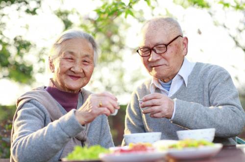 Bỏ túi ngay những cách chăm sóc người cao tuổi hiệu quả tại nhà
