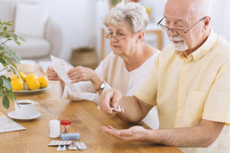 Cách Chăm Sóc Người Già Giúp Luôn Khỏe Mạnh & Sống Lâu
