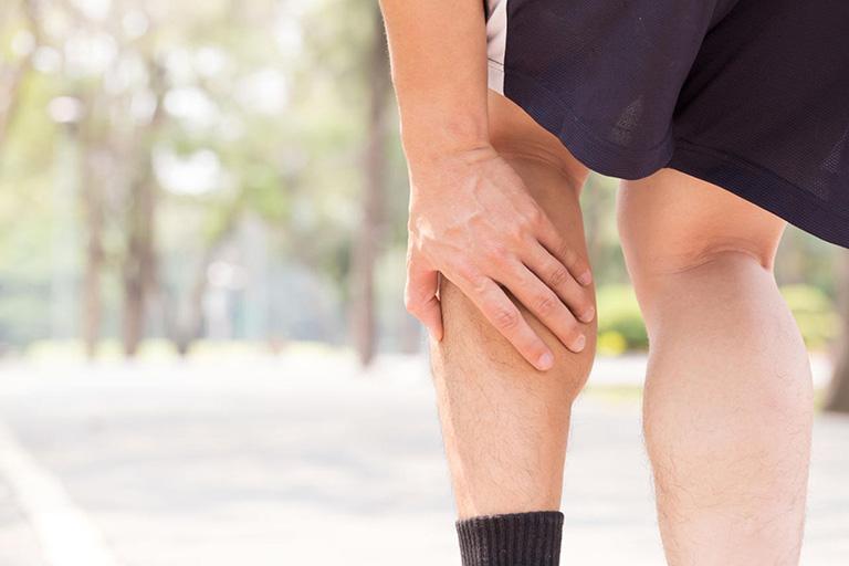Những lưu ý khi đi bộ dành cho người bị đau khớp gối